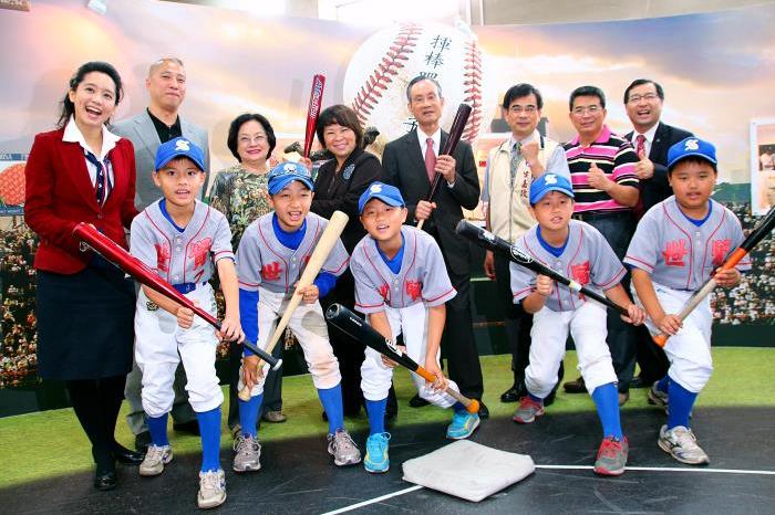遠雄集團趙藤雄-捐贈30萬元贊助台灣棒球基礎訓練