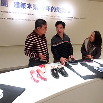 遠雄展覽 - 藝術家劉武為參觀民眾導覽- 擬真作品-「我們這一家」