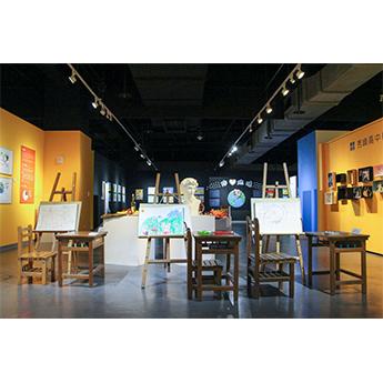 汐止展覽-美術教室情境區提供民眾 體驗上美術課的實況感受