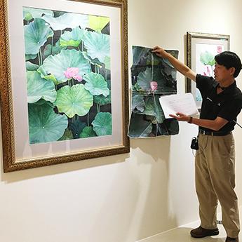 柯教授為大家介紹為本次展覽新出爐的最新作品。