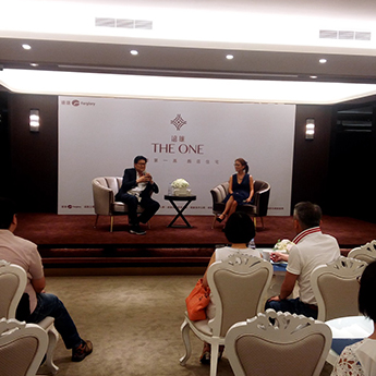 陸潔民與鄭愛華分別以藝術投資與藝術家角度進行對談。