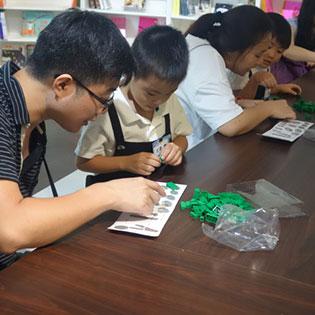 遠雄博物館-家長與小朋友一起完成積木手作課程!