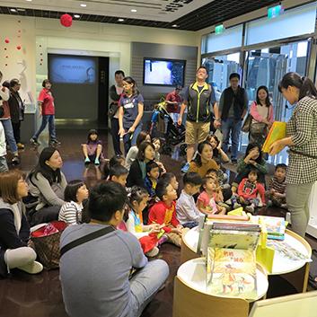 汐止活動-透過親子共同參加說故事分享的活動, 提高小朋友閱讀的興趣。